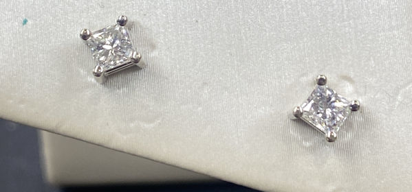 Picture of 1/2cttw PRINCESS DIAMOND EARRINGS